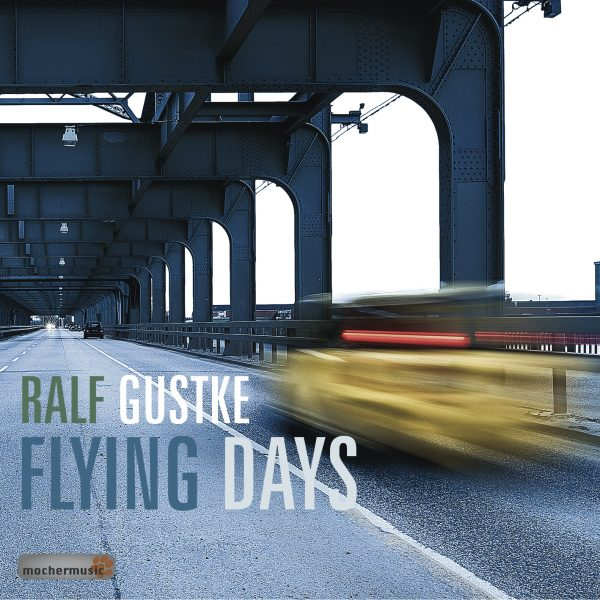 03_Albumcover_RGB_MOM-0018_RalfGustke_FlyingDays_copyright_2017by_mochermusic